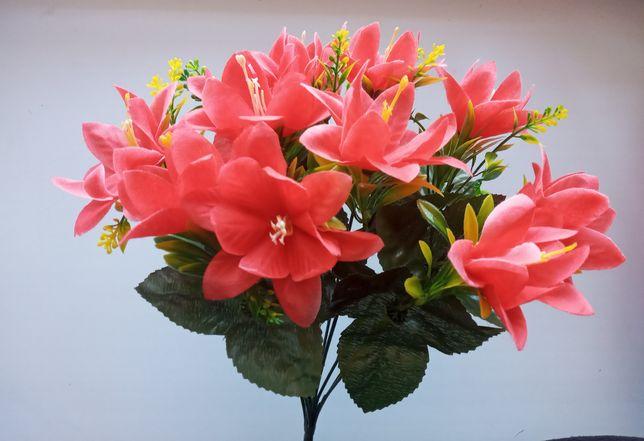 Лілії із зеленню, штучні квіти