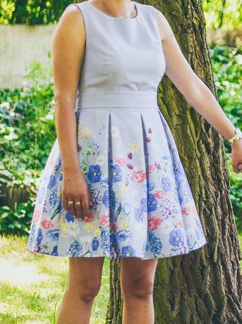 Elegancka sukienka w kwiaty komunia wesele