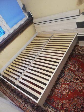 Łóżko dwuosobowe- tapczan