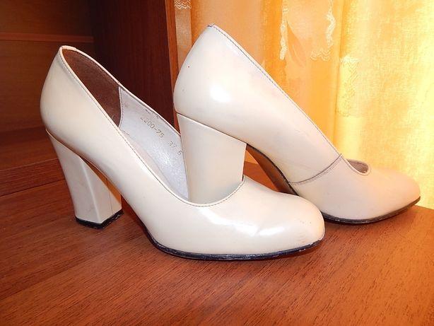 Туфли цвета топленого молока, полностью кожаные