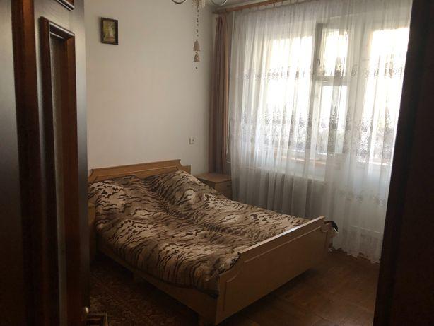 Простора 4-кімнатна квартира з сучасним ремонтом в комфортному районі!