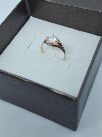 Złoty, maleńki pierścionek z cyrkonią złoto 585
