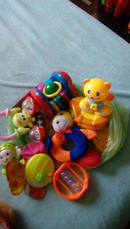 Продам игрушки для маленьких