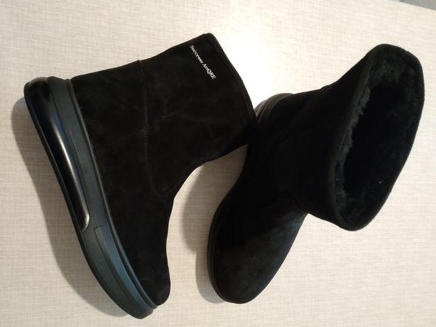 Продам натуральные замшевые ботинки