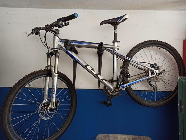 """Bicicleta GT 26"""" nova"""