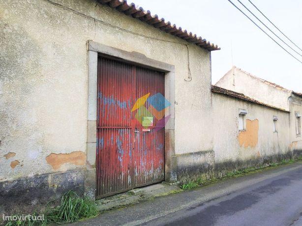 Casa com Terrenos em Arada