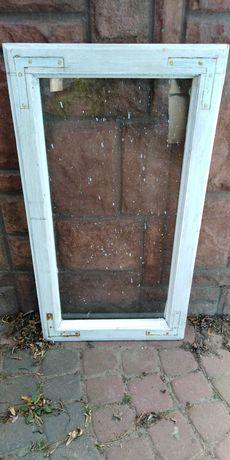 Okno stare drewniane z szybą na obrazki aranżacja