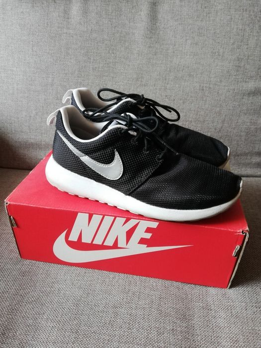 Buty czarne damskie Nike Roshe Run 37,5 Płock - image 1