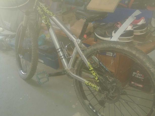 Rower NS BIKE Clash Junior 24 koła reba dirt pump track