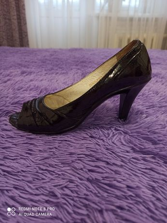 Весенние  лаковые   туфли