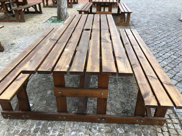 Mesas de madeira de jardim