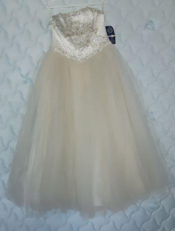 Новое красивое свадебное платье цвет шампань
