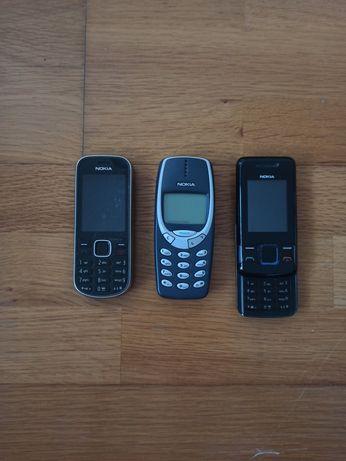 Três telemóveis Nokia e um Motorola (com carregador) a preço simbólico