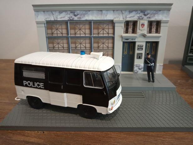 1:43 Peugeot J7 Police Model+Figurka+Diorama komisariat
