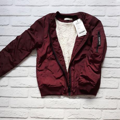 Куртка демисезонная с густыми набивным мехом 145 розмер.