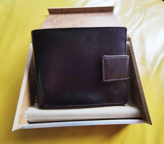 Portfel skórzany w drewnianym pudełku. Idealny na prezent.