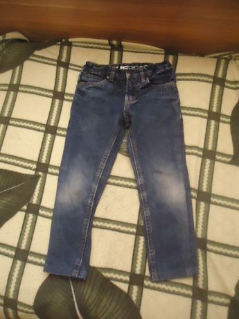Отдам джинсы 3-4 года