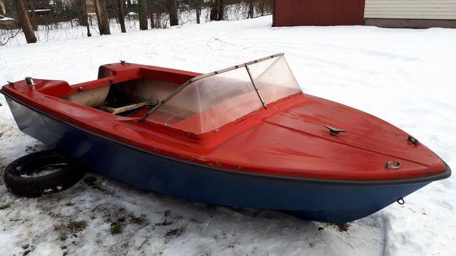 Motorówka. Łódka duża