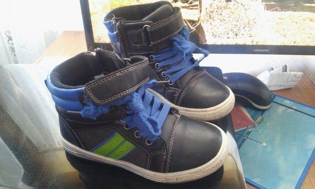Продам дитяче взуття кросівки демисизон