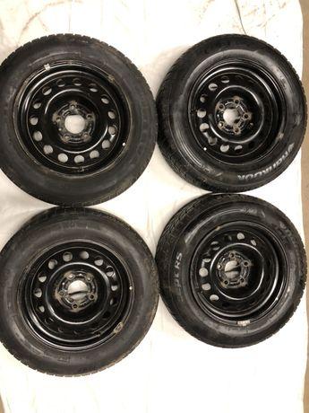 Komplet felg aluminiowych BMW r15 6,1/2j z oponami zimowymi 195/65/15