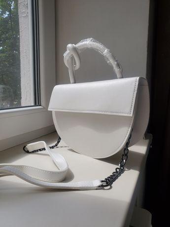 белая стильная сумка