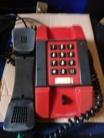PRL. Stary, kolekcjonerski telefon.