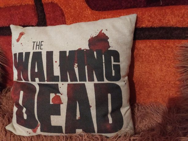 Продам декоративную подушку walking dead