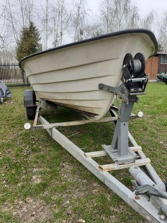 Łódka wędkarsko-rekreacyjna
