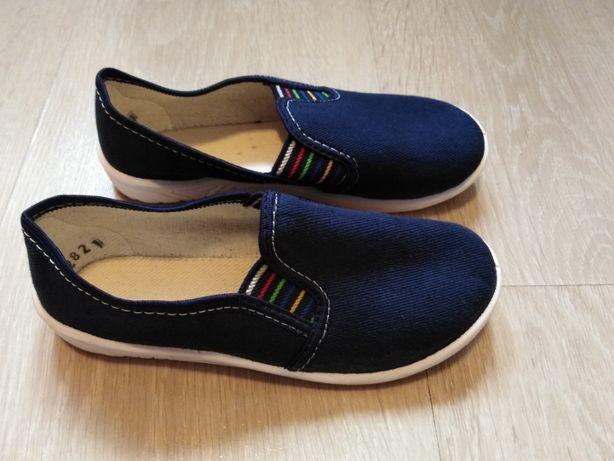 Pantofle wsuwane rozmiar 28