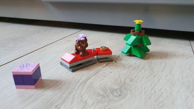 Klocki LEGO friends, psiak z choinką, prezent, saszetka