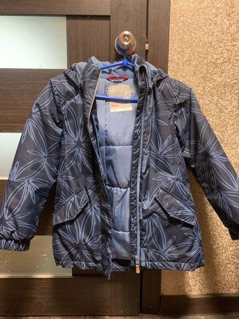 Продам куртку на девочку Reima