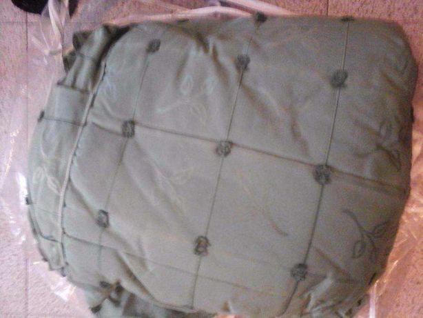 Colcha\cobertura cama de casal com almofadas nova