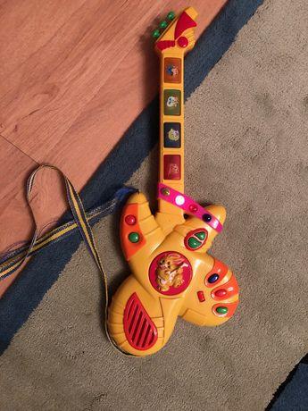 gitara grająca i świecąca
