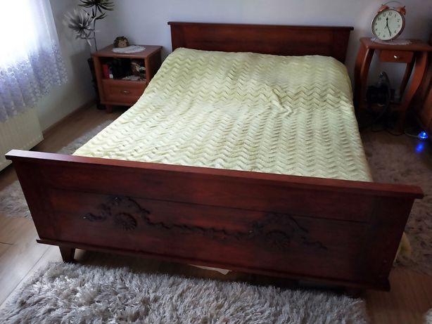 Łóżko z litego drewna sosnowego z ornamentem