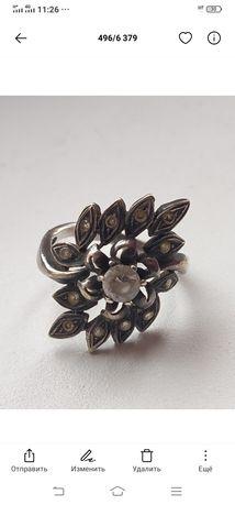 Кольцо серебряное с камнями.