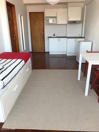 Apartamento T0 mobilado para arrendamento / Zona do Marquês de Pombal
