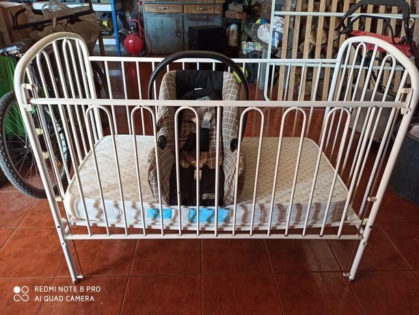 Cama de bebé com colchão e babycock