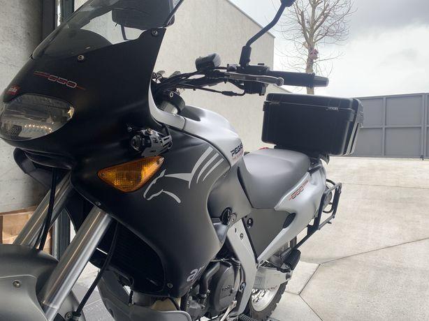 Vendo ou troco mota Rigorosamente nova Pegaso 650cc