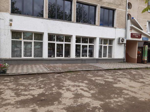 нежилі приміщення (3/100 частки) торгового комплексу в центрі смт. ве
