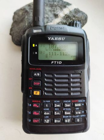 Yaesu FT-1DR портативный трансивер