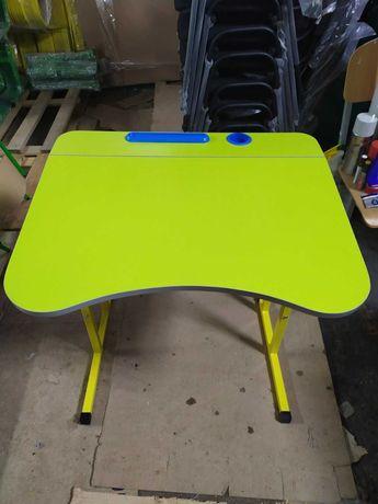 Шкільна парта та стілець