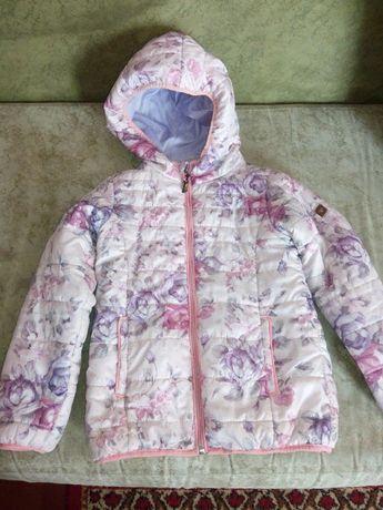 Курточка на девочку в отличном состоянии весна-осень