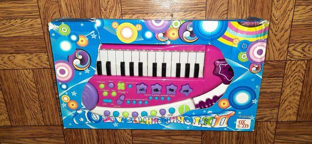 Детский синтезатор, пианино. Батарейки в подарок.