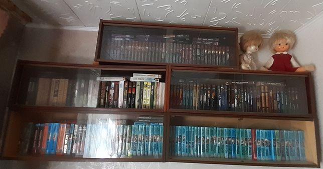 Полка книжная со стеклом