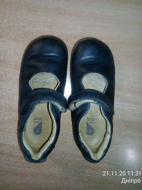 Обувь детская, кожаная.