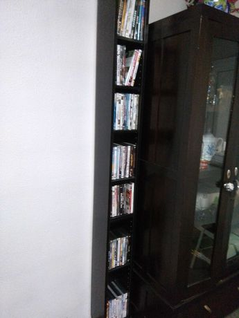 40 Filmes DVD + estante GNEDBY Ikea