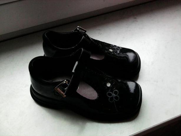 Dziewczęce buciki Clarks - skóra lakierowana - rozmiar UK9F/17cm !!
