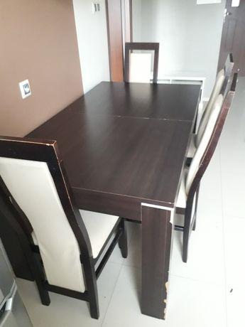 Stol z czterema krzeslami 77×160×90