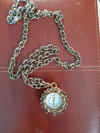 zegarek na łańcuszku  masywny.