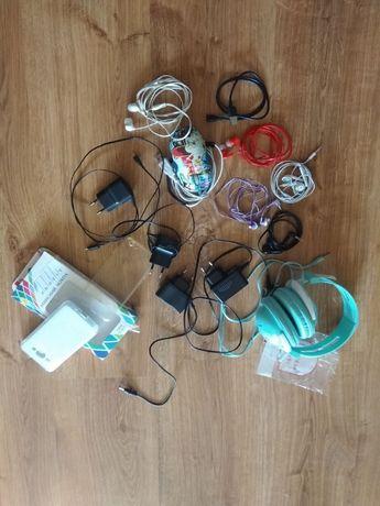 навушники ,зарядні різні ,чохли до телефонів (нові), мишка комп.